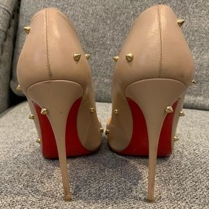Tan so kate pumps with gold spikes